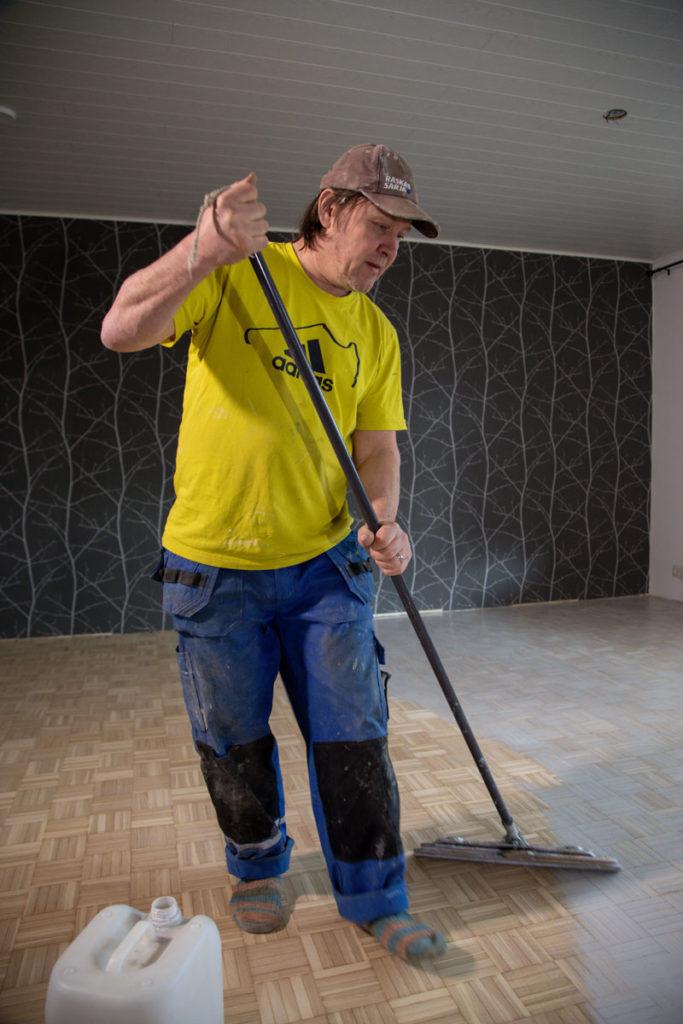 Lattiahionta Wallin Oy on kouvolalainen parketti- ja lattiapinnoitteiden asennuksiin erikoistunut asennusfirma